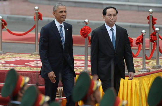 Obama announces full lifting of Vietnam arms embargo