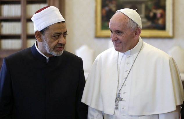 Pope, Azhar imam embrace in historic Vatican meeting