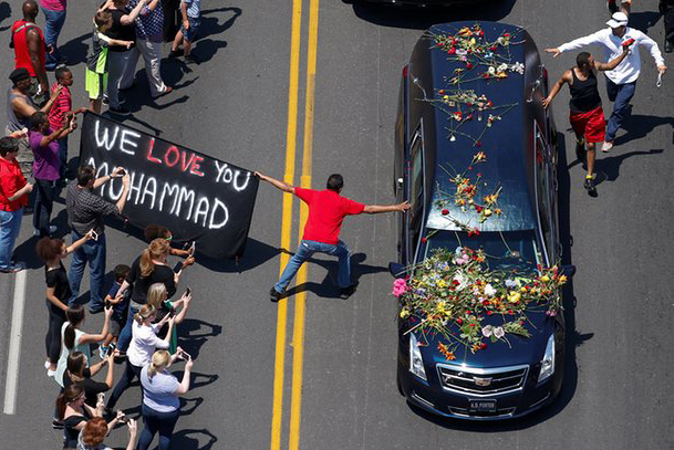 Thousands gather for Muhammad Ali memorial-LIVE