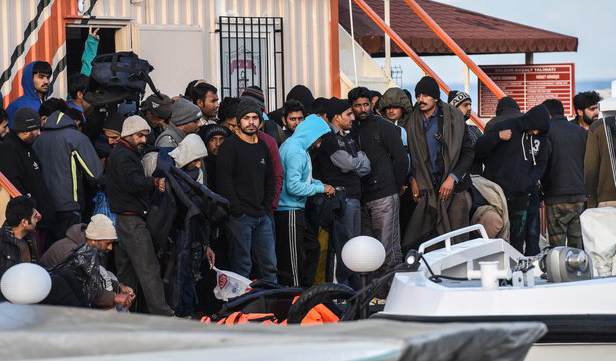 72 refugees en route to Greek island caught