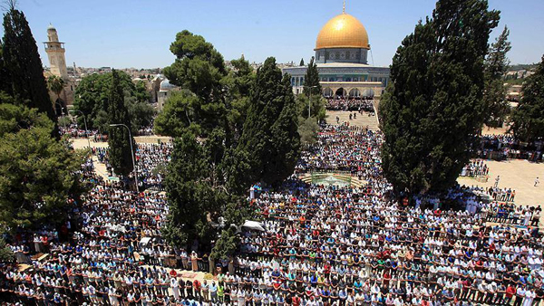 Palestinian Muslims flock to Al-Aqsa for Eid prayers