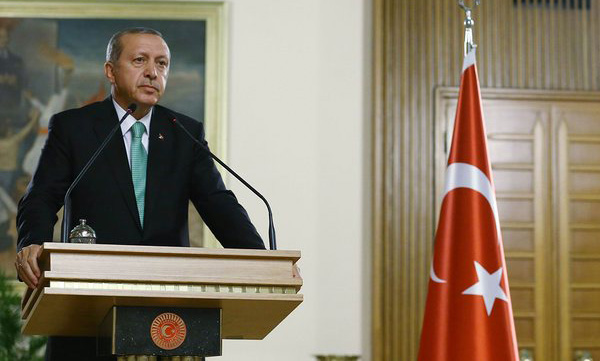 Turkish leader says EU refugee deal at risk