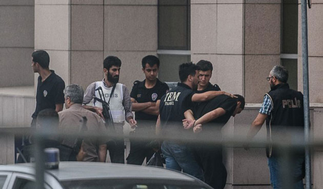 40 war college staff arrested in Istanbul over coup bid