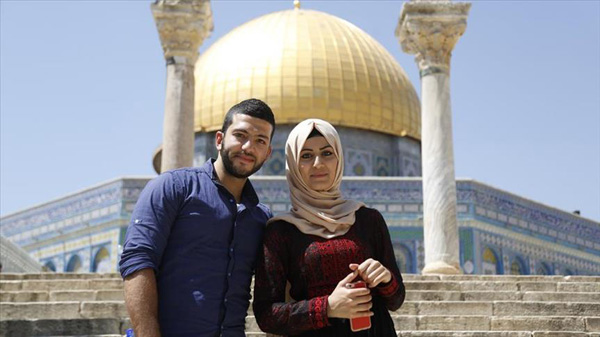 Young Palestinians take Aqsa marriage tradition online
