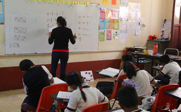 Striking teachers in southern Mexico return to class