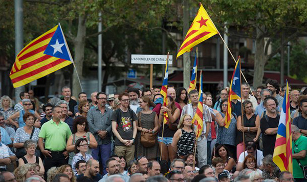 Hundreds of thousands protest Catalan independence move