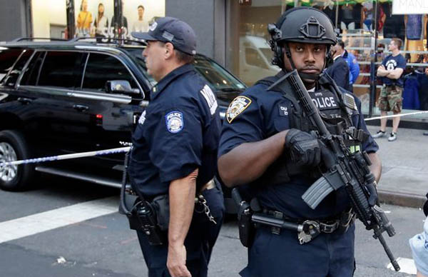 Man shot after attacking NYC police with meat cleaver