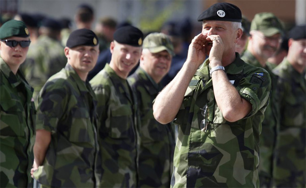 Sweden to reintroduce military service