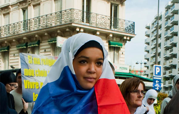Sarkozy to ban the hijab if elected