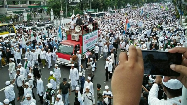 Indonesians in the streets against Jakarta's deputy governor