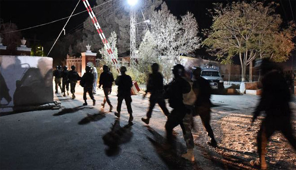 Pakistani forces rescue 18 hostages near Iran's border
