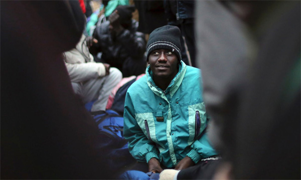 Paris police clear out makeshift migrant camp