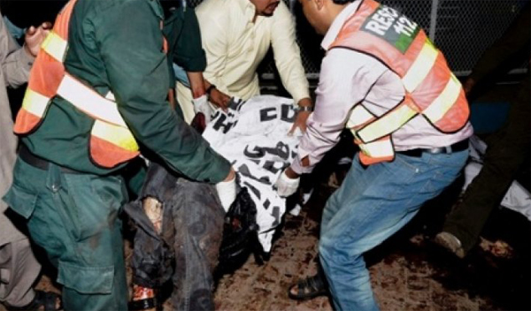 ISIL bomb kills 52, injures 100 in Pakistan