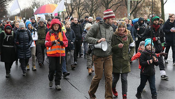 Activists begin march from Berlin to Aleppo