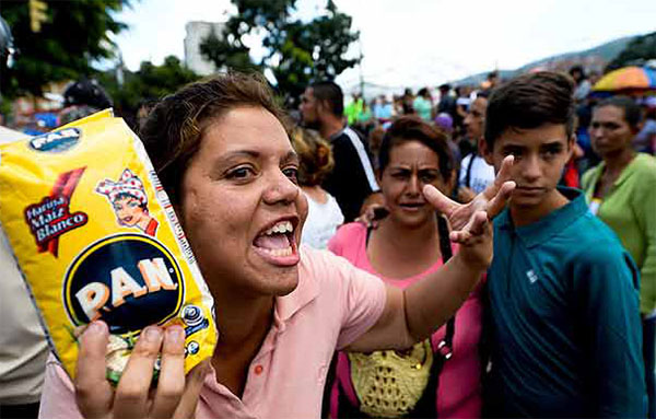 Rio's unpaid government workers line up for food