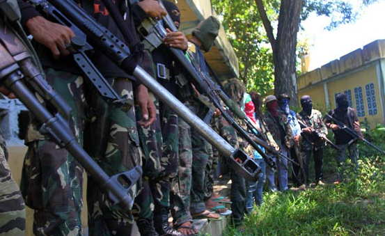 Military, breakaway rebels clash in Philippines south