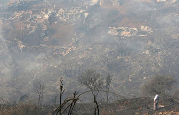 Huge wildfire burns homes in Valparaiso, Chile