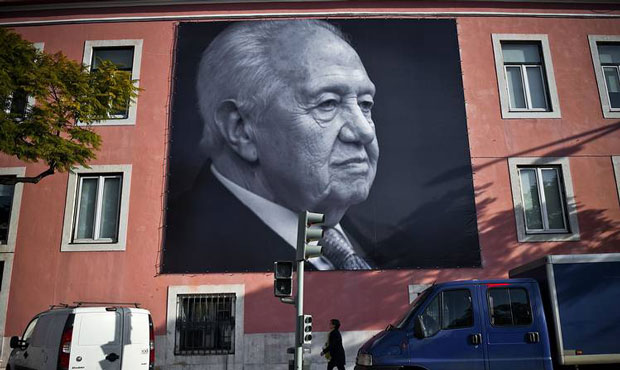Portugal says goodbye to its 'father of democracy'