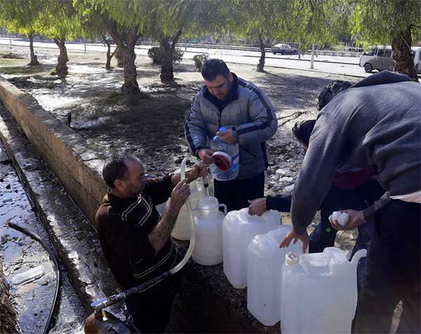 Workers enter rebel area to restore Damascus water