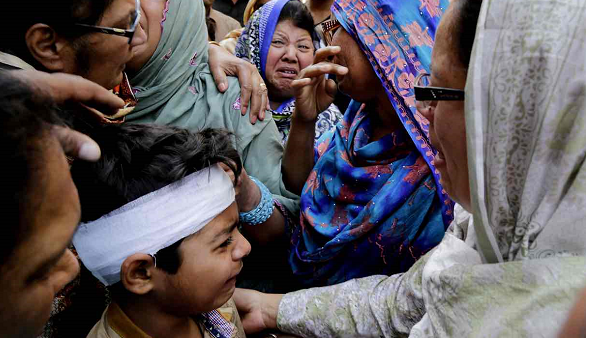 Pakistan mourns Lahore victims of Taliban attack