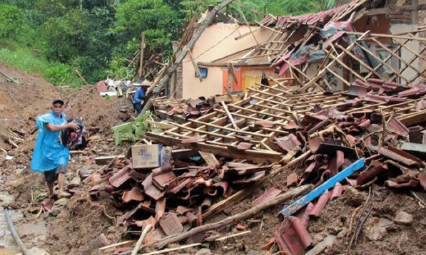 Landslides kill 11 in southeast Bangladesh