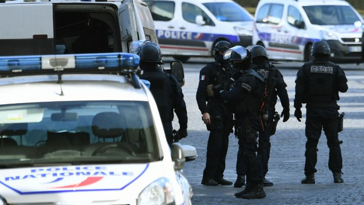 French police clear refugee camp