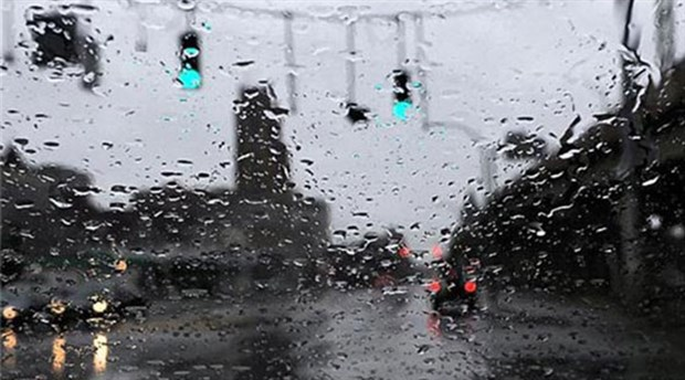 Thunderstorms drench Istanbul