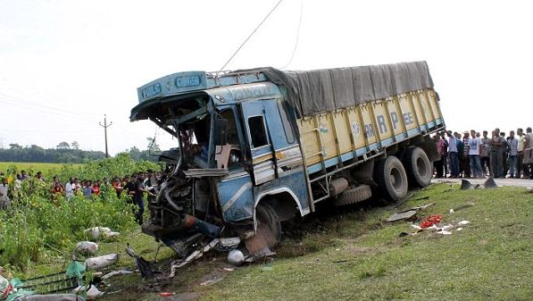 Eight killed in truck crash in central India