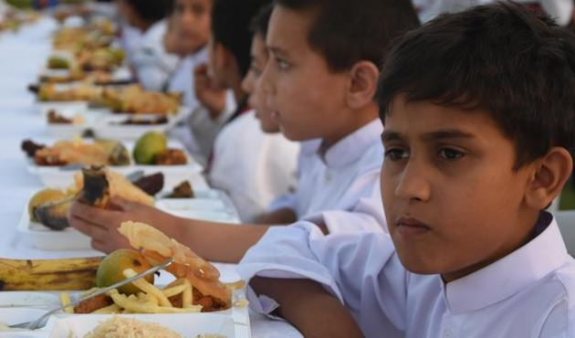 Turkey gives iftar for 600 Pakistani orphans