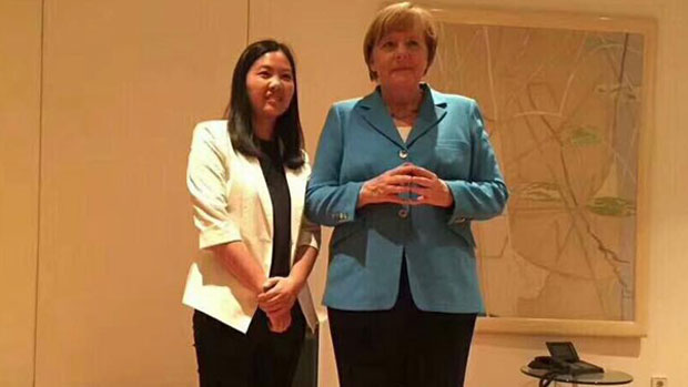 Merkel met wives of jailed lawyers during China visit