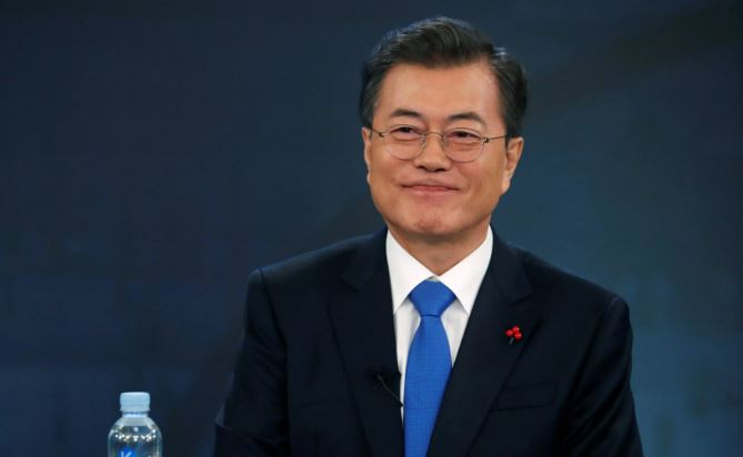 Moon celebrates peace as Koreas hold military talks