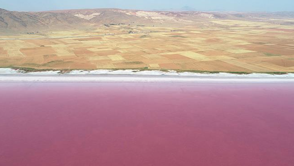 Color change in Turkey's salt lake makes stunning view