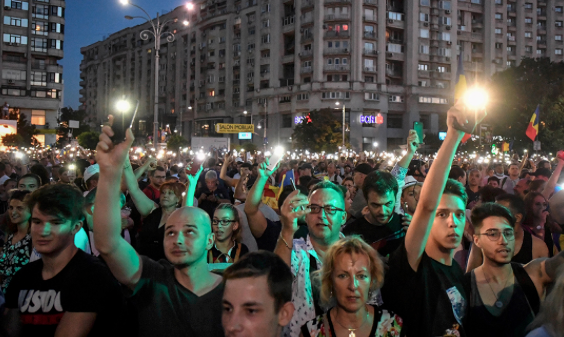 Second night of Romania demos after hundreds injured