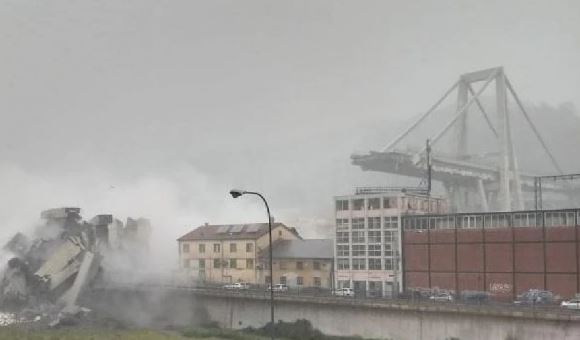 Italian bridge collapses in Genoa