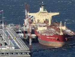 Iran's oil fleet looks to come in from cold as exports pick up