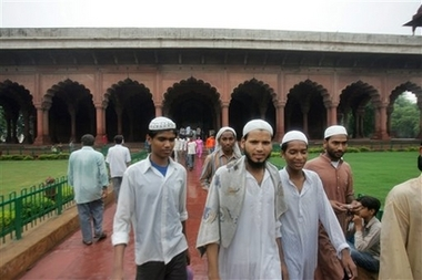 Muslim leader endorses ruling party in India election