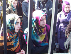 Turkish parties agree on scarf freedom in public service