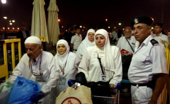 For 2nd day, Egypt allows Gaza pilgrims to cross border