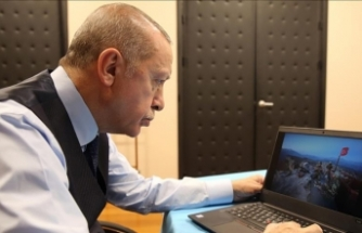 Turkish president votes in photo award