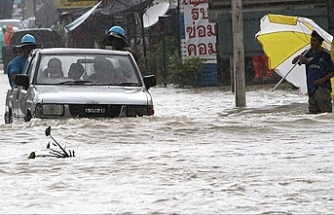 3 killed, over 62,000 evacuated as floods hit Thailand