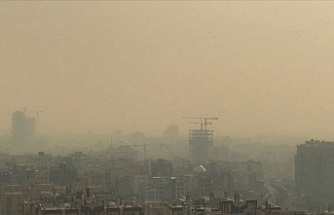 Air in Tehran 'unbreathable' as pollution peaks