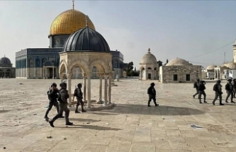 Hundreds of Palestinians injured as Israeli police storm Al-Aqsa