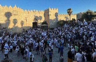 Israeli settlers' flag march arrives at Damascus Gate amid tension