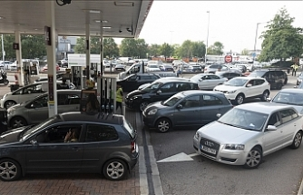 UK considers army assistance to deliver fuel at pumps amid shortage