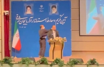 Soldier slaps new governor in Iran during ceremony