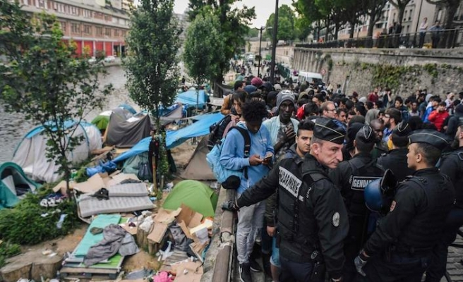 Police clear migrant camp in northern France