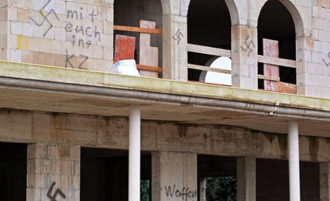Neo-Nazis vandalize mosque in Germany