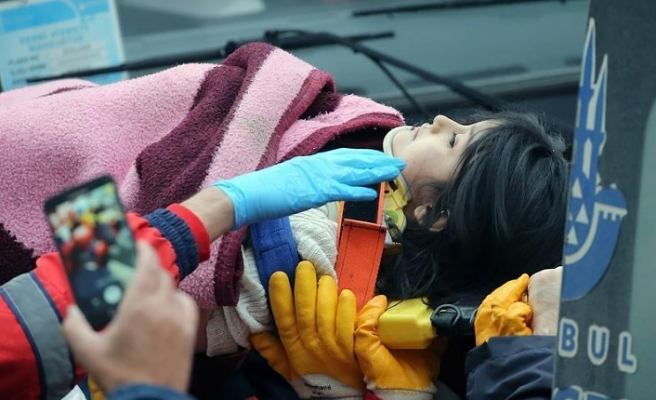 5-year-old survives building collapse in Istanbul