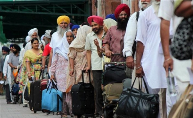 India stops Sikh pilgrims from visiting Pakistan