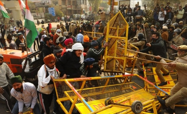 India farmers return to protest camps after clashes